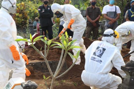 Tim Dekontaminasi Sleman kebumikan puluhan jenazah pasien COVID-19