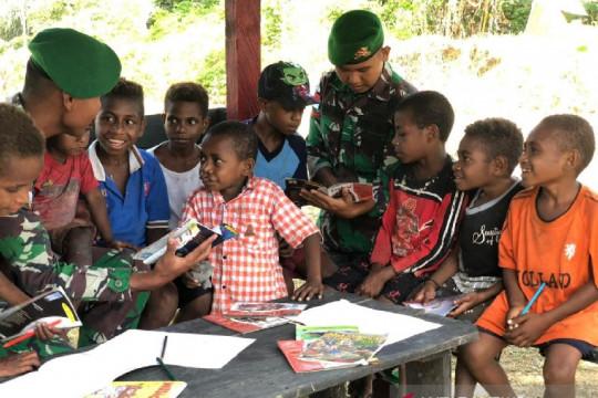 Satgas TNI ajarkan anak usia dini di perbatasan baca tulis