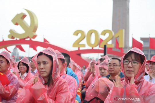 Tiananmen diguyur hujan,  perayaan seabad Partai Komunis China khidmat