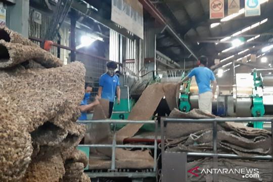 Harga karet stabil Rp12.500 per kg, petani di Sambas Kalbar senang