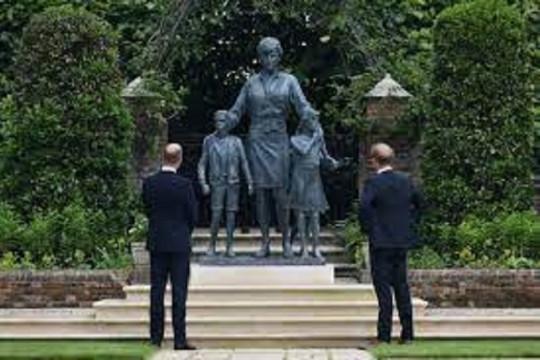 Kemarin, patung Putri Diana hingga Richard Branson ke luar angkasa