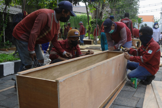 Pemkot Surabaya siapkan ratusan peti mati jenazah pasien COVID-19