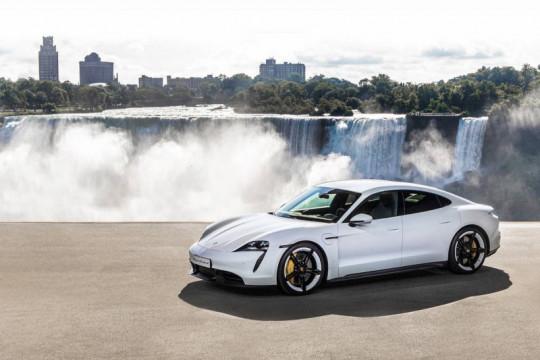 "Porsche akan segera ""recall"" Taycan karena masalah perangkat lunak"