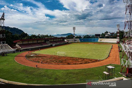 Melihat dari dekat Stadion Mandala yang akan digunakan sebagai venue PON