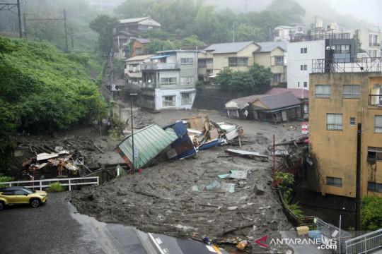 Longsor akibat hujan lebat di Jepang sebabkan 20 orang hilang