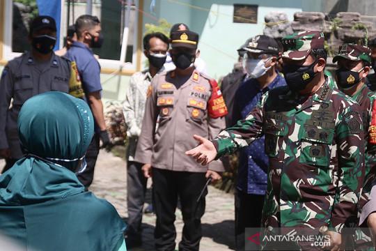 Panglima TNI puji tenaga kesehatan kesatria negara lawan COVID-19