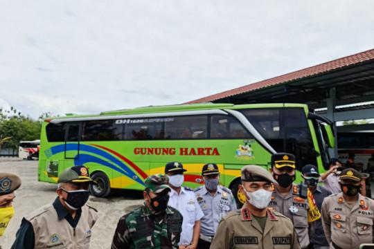 Gunung Kidul tertibkan tujuh bus rombongan wisatawan
