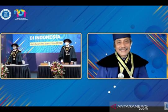 Sam Bimbo, Nyoman Nuarta, Bambang Brodjonegoro terima Doktor HC ITB