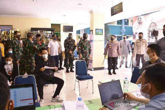 Panglima TNI harapkan 3 juta warga Jakarta Timur tervaksinasi COVID-19