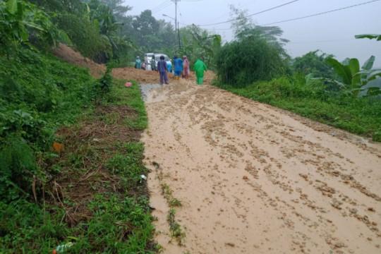Curah hujan tinggi sebabkan longsor sejumlah titik di Ambon