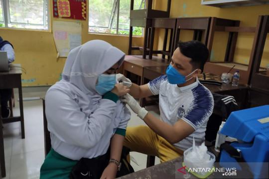 Batam targetkan vaksinasi remaja selesai 10 hari