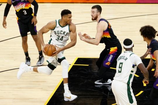 Bucks dan Suns berebut tahta NBA