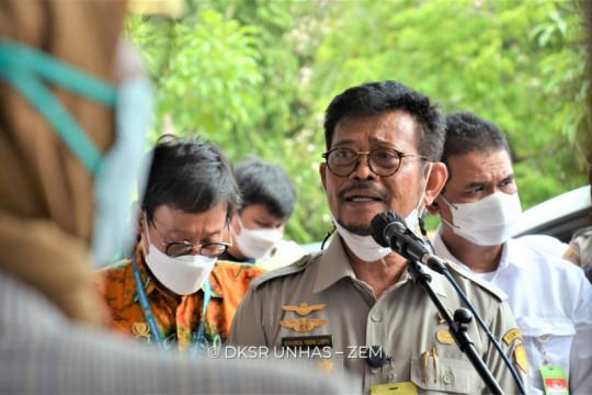 Mentan serahkan bantuan pertanian ke Unhas senilai Rp10 miliar