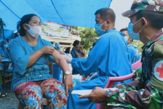 TNI bersama Puskesmas Anreapi gelar vaksinasi massal di lokasi TMMD