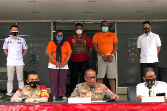Hukum Jakarta kemarin, penangkapan penjual obat hingga bentrokan Ojol
