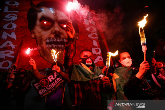 Takut dicurangi, Bolsonaro minta pemilu 2022 pakai kertas