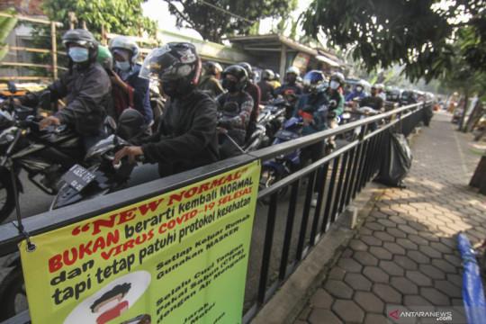Anies ancam cabut izin perusahaan non esensial dan kritikal bandel