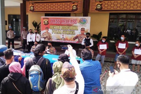 Gerebek rumah produksi ekstasi di Palembang, satu pelaku masih dikejar