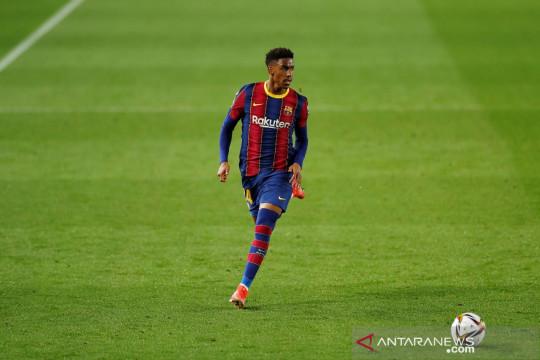 Leeds United boyong bek serba bisa Junior Firpo dari Barcelona