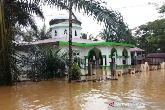 Ratusan rumah warga dan satu masjid di Aceh Barat terendam banjir