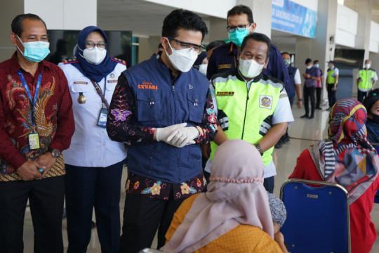 Wagub Jatim tinjau vaksinasi di Bandara Juanda