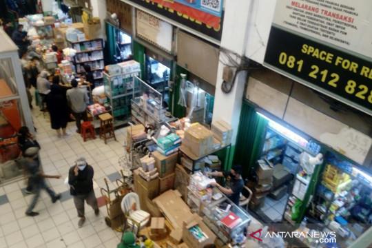 Polda Metro segel toko obat yang naikkan harga tinggi di Pasar Pramuka