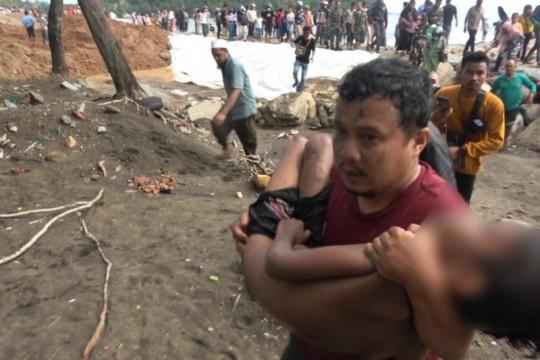 BPBD: Anak yang terseret ombak di Pantai Padang meninggal dunia