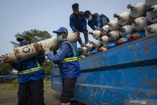 Sudinhub Jakbar kawal truk bawa 484 tabung gas oksigen selama PPKM