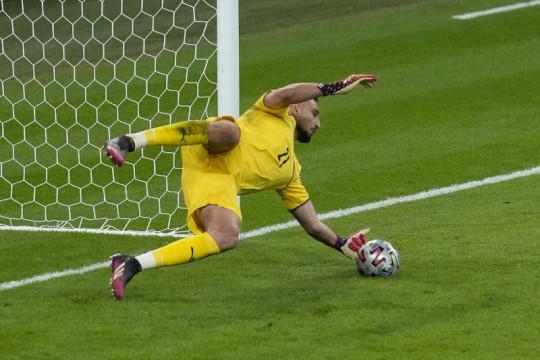 Sebelum adu penalti mulai pun Donnarumma sudah yakin Italia menang