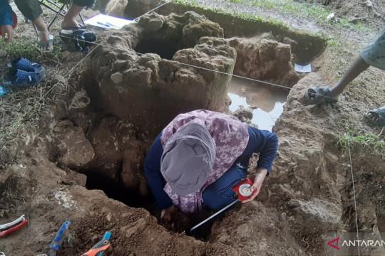 Arkeolog temukan keping uang kuno di Benteng Kota Mas