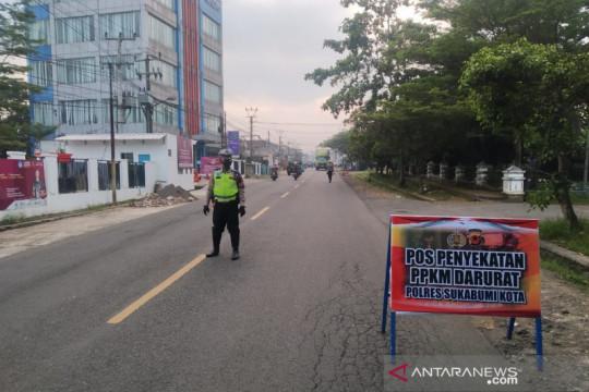 Petugas gabungan perketat pintu masuk daerah perbatasan Sukabumi
