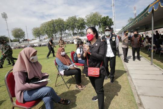 Ketua DPR RI berikan 30 ribu dosis vaksin COVID-19 untuk warga Jatim