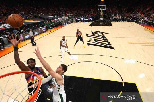 Final NBA: Suns kembali menang atas Bucks 118-108 dan memimpin sementara 2-0