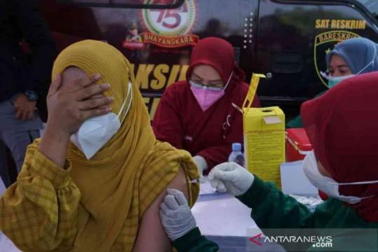 Polres Bekasi gelar vaksinasi keliling permukiman padat