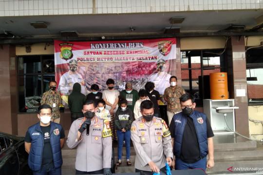Polrestro Jaksel tangkap delapan anak muda yang keroyok polisi