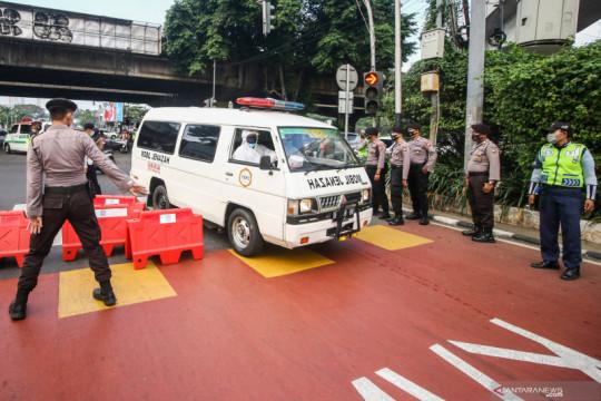Penyekatan Jalan Fatmawati untuk mencegah mobilitas dari Tangerang