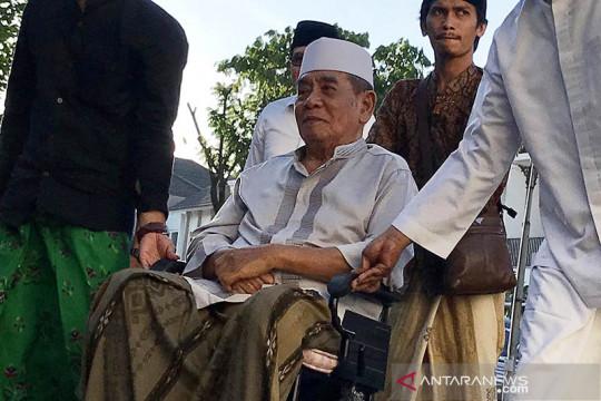 Pengasuh PP Ploso Kediri KH Zainuddin Djazuli wafat