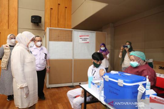 Menaker tinjau Vaksinasi COVID-19 Gotong Royong di Karawang