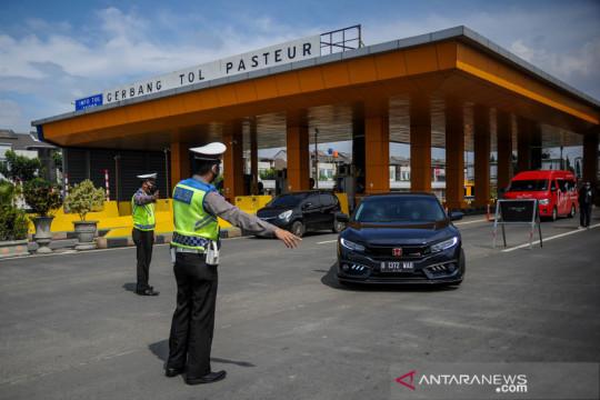 Penyekatan masuk kota Bandung di Tol Pasteur