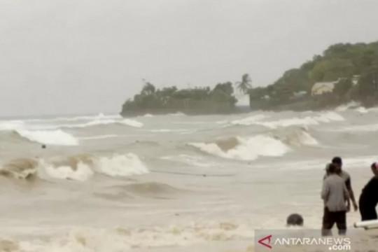 BMKG imbau nelayan waspadai gelombang tinggi di perairan NTT