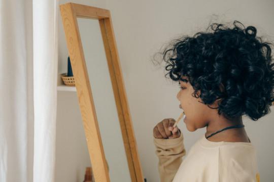 Waktu yang tepat ajari anak menyikat gigi