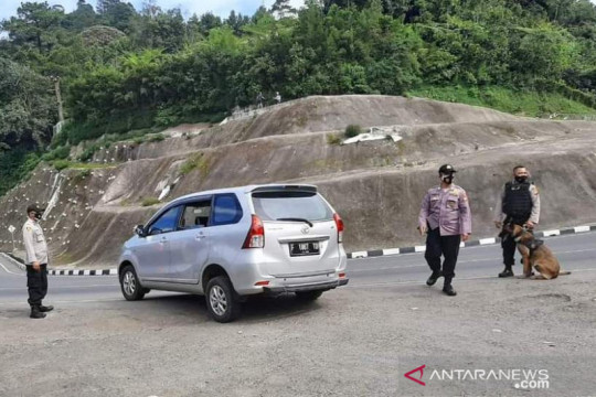 Jalur Puncak-Cianjur sepi dari kendaraan, penyekatan tetap berjalan