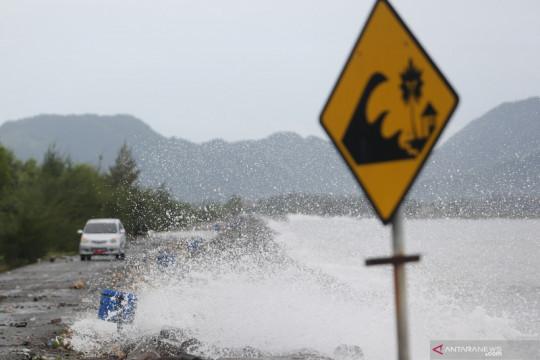 BMKG imbau kapal nelayan waspadai gelombang 4 meter di Laut Sawu