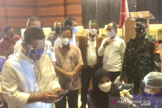 Wagub DKI tinjau kegiatan vaksinasi di Masjid Raya JIC Jakarta Utara