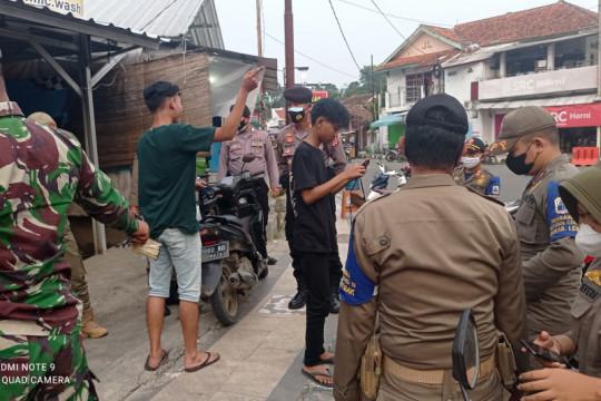 Petugas PPKM Darurat di Lebak menemukan karyawan positif COVID