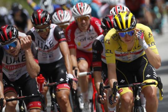 Pogacar adem ayem di puncak klasemen umum Tour de France
