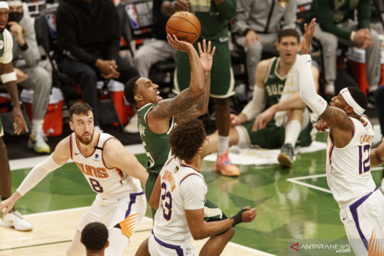 Giannis Antetokounmpo bawa Bucks ungguli Suns di game ketiga final NBA