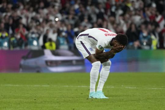 Facebook, Twitter bertekad perangi rasisme terhadap pemain Inggris