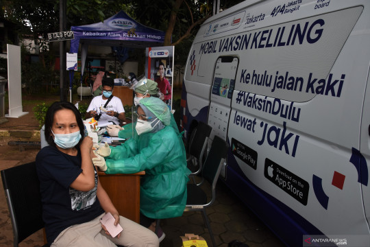 Jakarta kemarin, vaksinasi keliling hingga persiapan Idul Adha