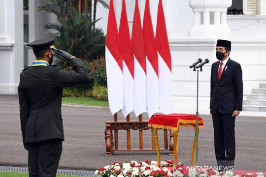 Presiden Jokowi melantik 700 perwira TNI dan Polri